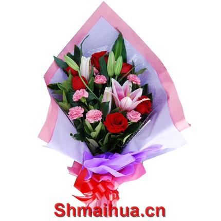 祝福您-6支红玫瑰+9支粉康乃馨+1支多头粉香水百合+配花(紫色皱纹纸内包装,粉色皱纹纸外包装,红丝带束扎